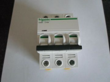 SCHNEIDER ELECTRIC ACTI9 IC60H D40A 40 AMP (A9F55340) 10KA TRIPLE POLE MCB
